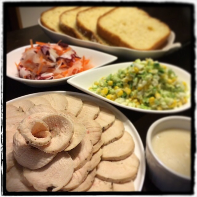 【とうとうパンが上手く発酵しない暑さになっちゃったよー!な日の晩ごはん】■フレッシュキャベツのコールスロー■タコと新玉ねぎのマリネ■ブラックペッパーの鳥ハム■シンプルたまごパン■コノスル ゲヴェルツシュトラミネール
