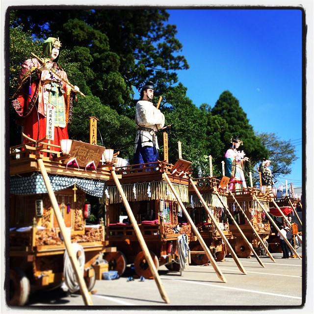 鹿島神宮の12年に一度のお祭り「御船祭」に来ています。これからお神輿がやってきます。