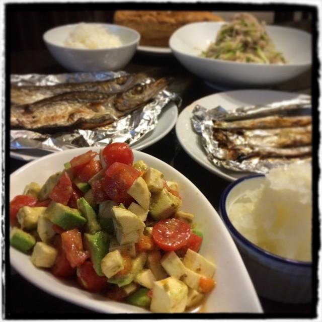 【夫婦って難しいDeathね!という日の晩ごはん】■トマトとアボカド、モッツァレラチーズのサラダ■ししゃも■かますの一夜干し■きゅうりと大根の梅和え■ごはん■あんこケーキ■冷酒#Homemade #dinner #cooking #yam