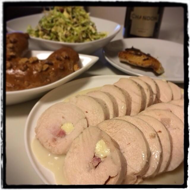 【だらだらした日の晩ごはん】■きゃべつときゅうり、紫蘇たっぷりの梅肉サラダ■ダンナちゃん特製 鰤のイタリアンソテー■鶏ハム ホワイトソース添え■くるみとチーズのパン■シャンドン