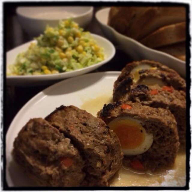 【二人ともやっと風邪が治ってきた日の晩ごはん】■フレッシュキャベツのコールスロー■ゆで卵入りミートローフ■マッシュルームスープ■自家製くるみパン♡
