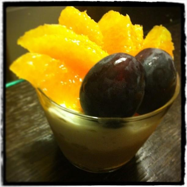 【ノンオイルで挑戦! Midnight☆Sweets】■無脂肪ヨーグルトと豆腐のムース/黒糖と豆乳のカスタード フルーツ添え