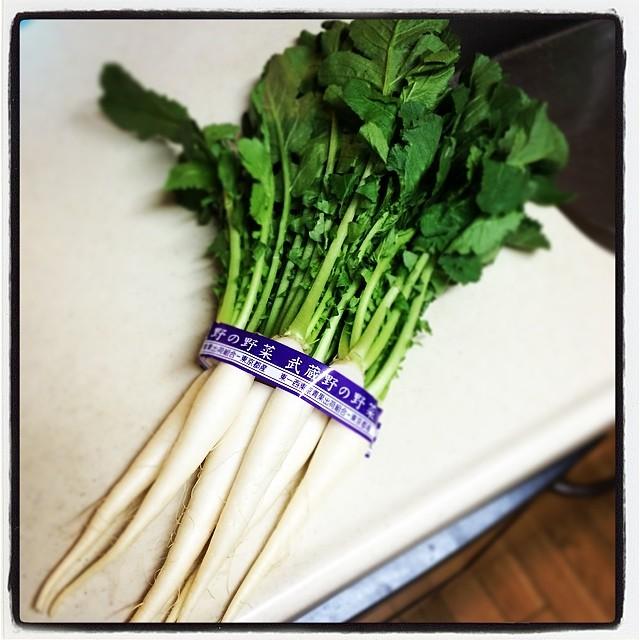 葉大根。旬ですなー。おばあちゃんの作る菜っ葉飯が大好きでした。思い出しながら作ったら、夫も同居人たちも大好きになって。今や我が家の定番メニューです。
